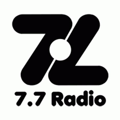 Entrevista 7.7 radio hablando de políticos y redes sociales.